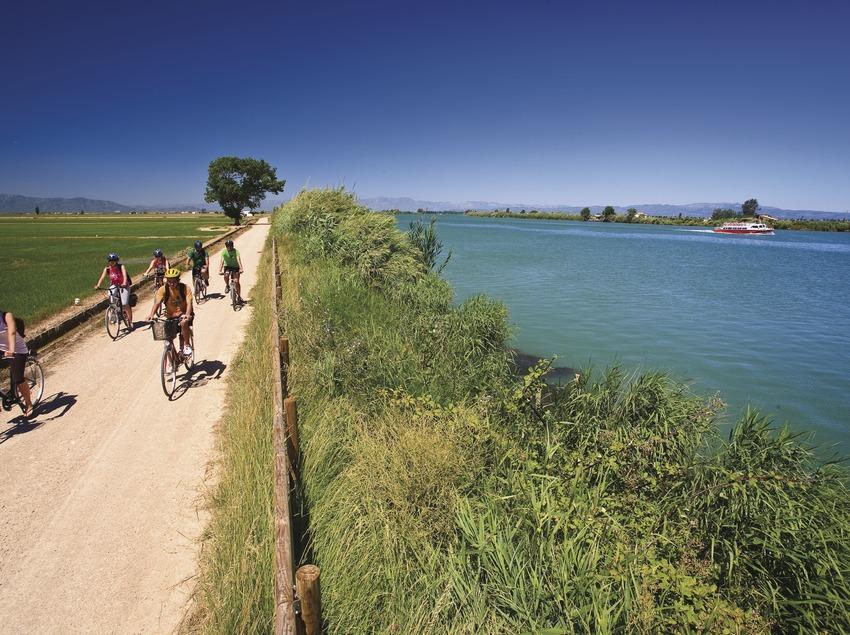 Carril bici vora l'Ebre.