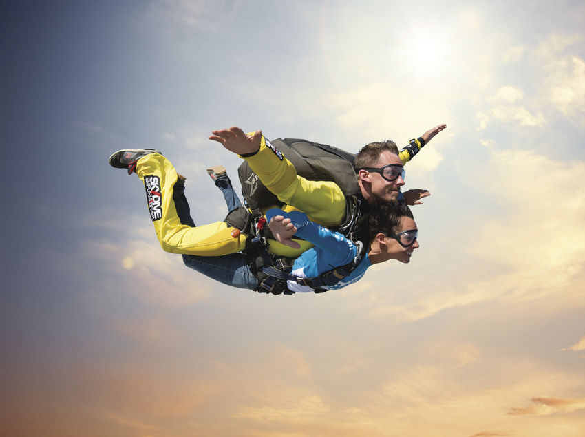 Salto tándem en paracaidas.