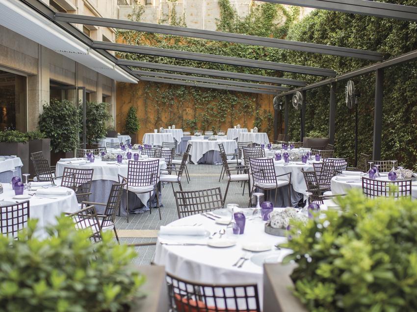 Terraza del restaurante del Hotel Gallery.