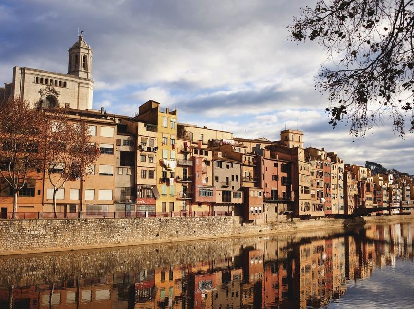 El riu Onyar al seu pas per Girona.