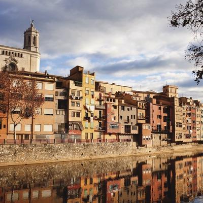 El riu Onyar al seu pas per Girona (el Girons). © Oriol Clavera
