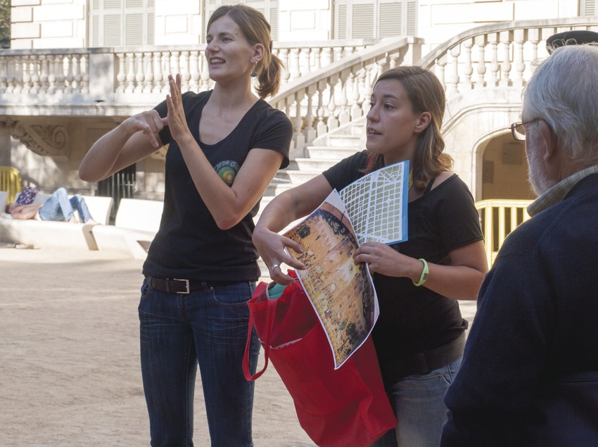 Guia llengua de signes-Jardins del Palau Robert. (Diego J. González Velasco)