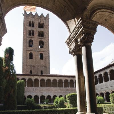Vista del campanario desde el monasterio de Santa Maria de Ripoll.