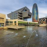 Vista del museu HUB amb la Torre Agbar darrera. (Pepe Encinas)