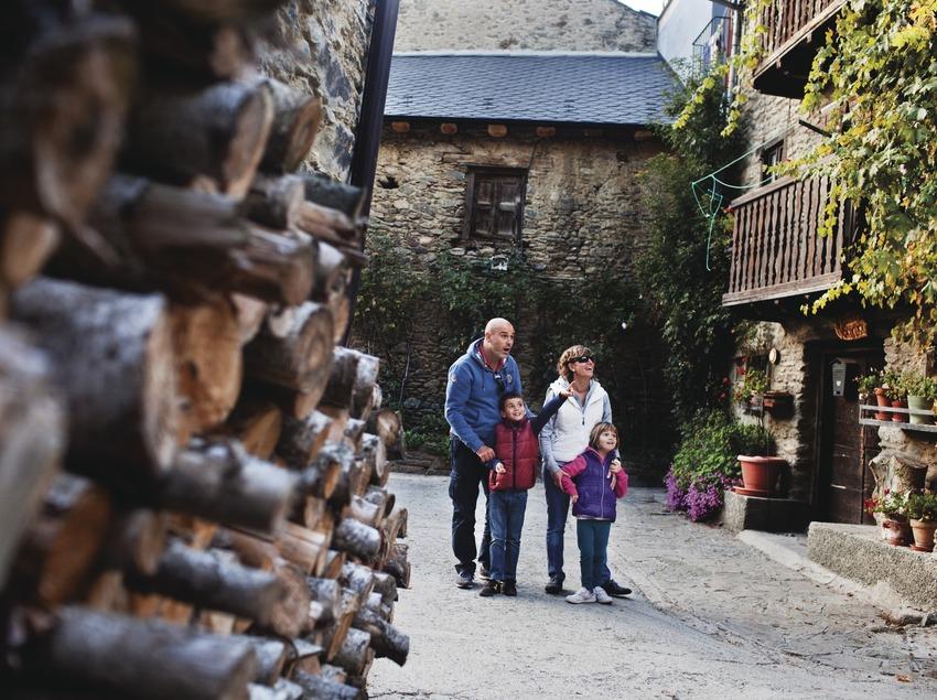 El petit poble d'Escalarre, a les Valls d'Ëneu. Pallars Sobirˆ. © Oriol Clavera