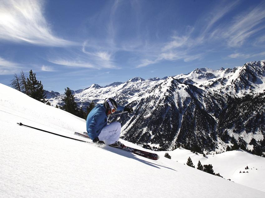 Esquiador a l'estació d'esquí de Baqueira. (Javi Montes)
