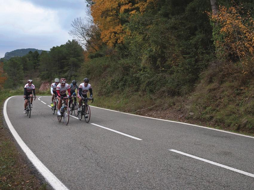 Cilistes de la Costa Daurada pedalen cap a Colldejou.