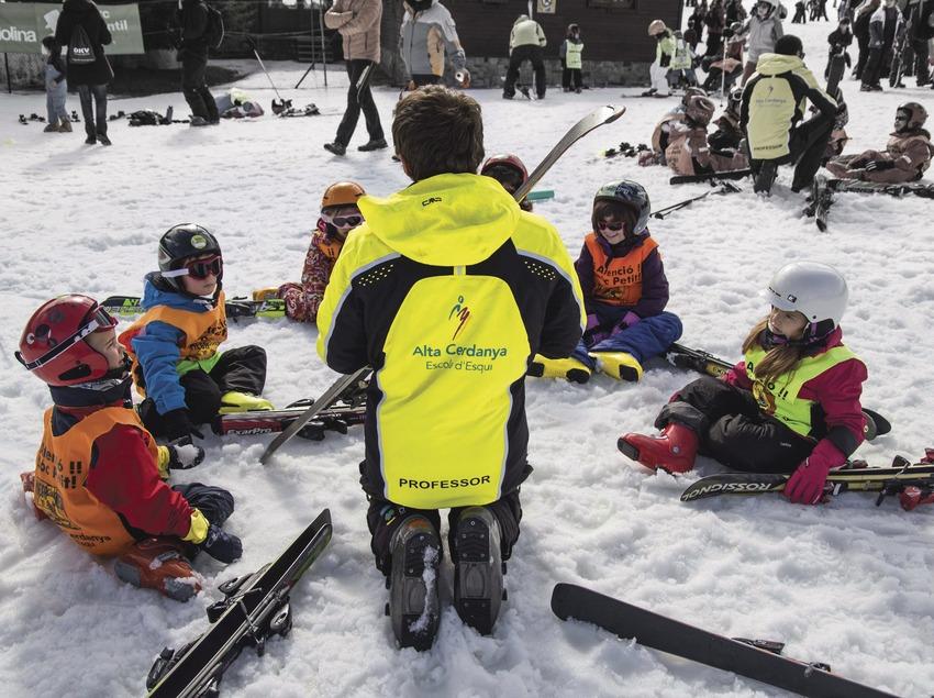 Clase de esquí infantil