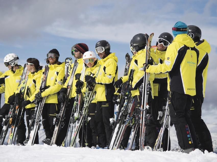Equipo de instructores de esquí