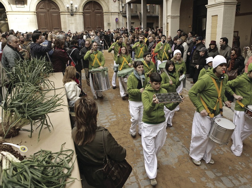 Parade during a calçotada festival