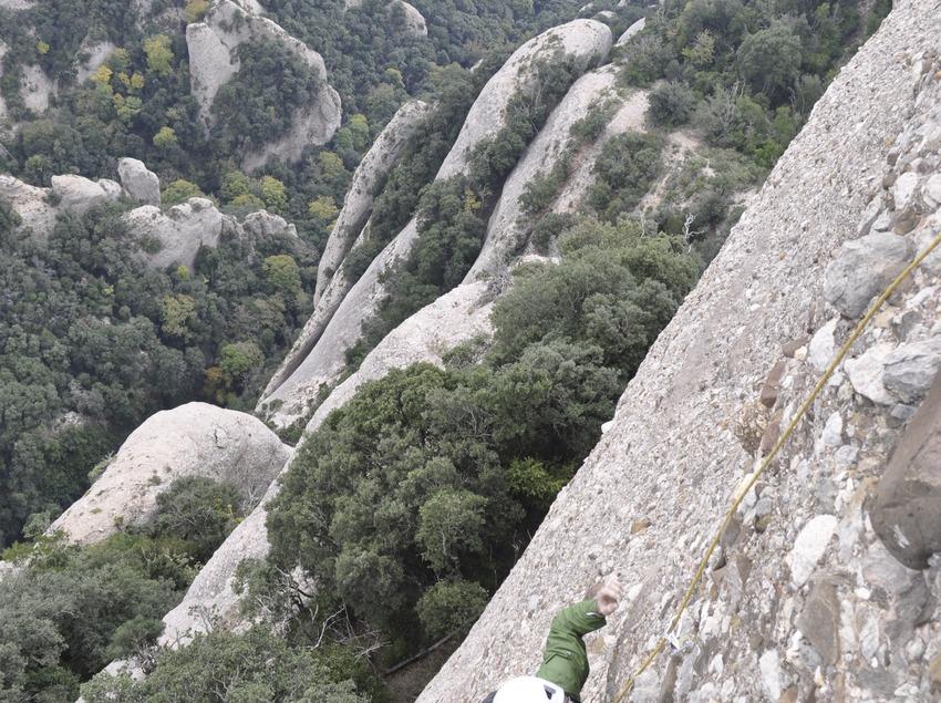 Noi fent escalada a Montserrat
