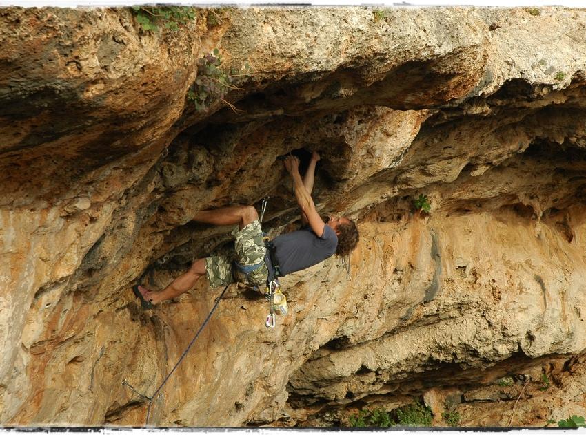 Noi practicant escalada