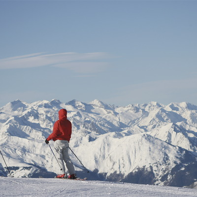 Personas esquiando en la Val d'Aran