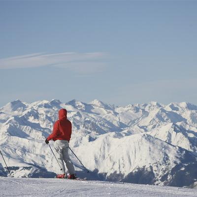 Persones esquiant a la Val d'Aran