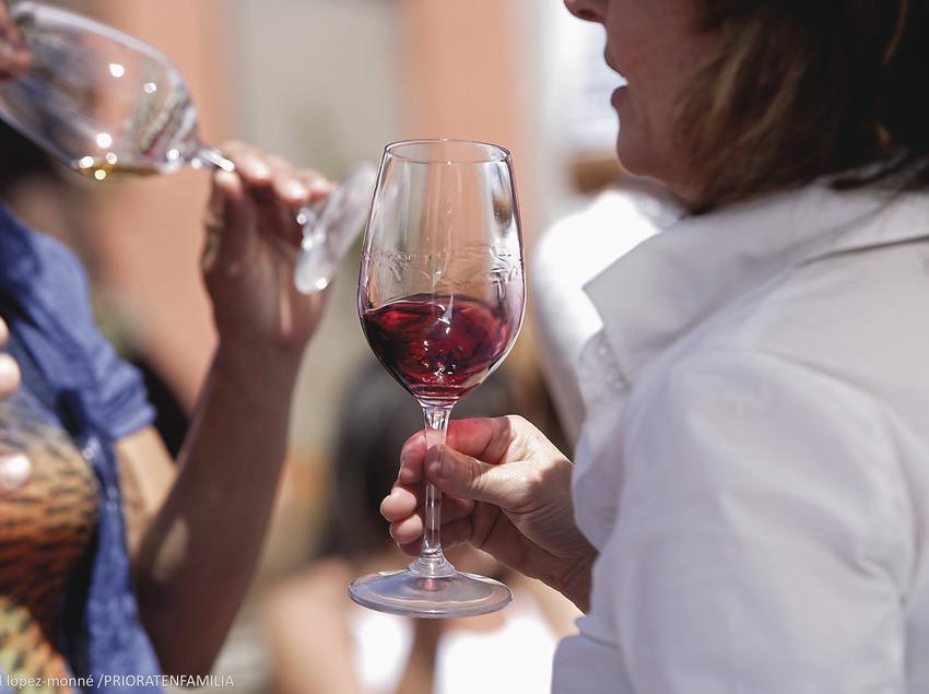 Tast amb llops, tast de vins de poble de la DOQ Priorat dins la XIII Fira del Vi de Falset. Mostra de vins de la comarca del Priorat.