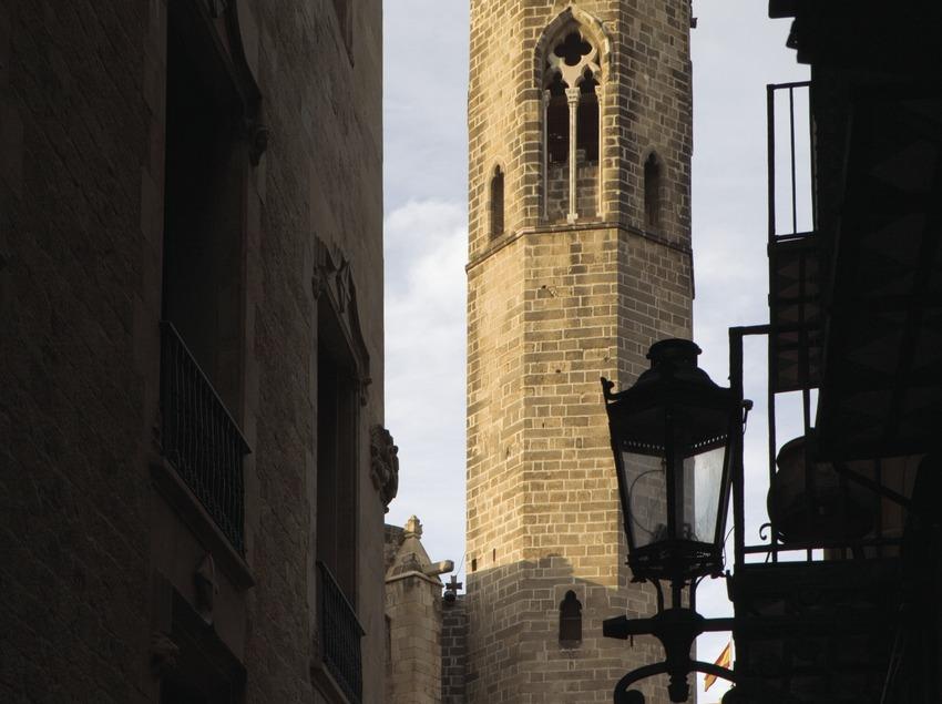 Campanario de la capilla de Santa Àgata desde la calle Tapineria.  (Nano Cañas)