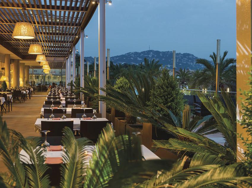 Hotel Costa Encantada, terrassa menjador.