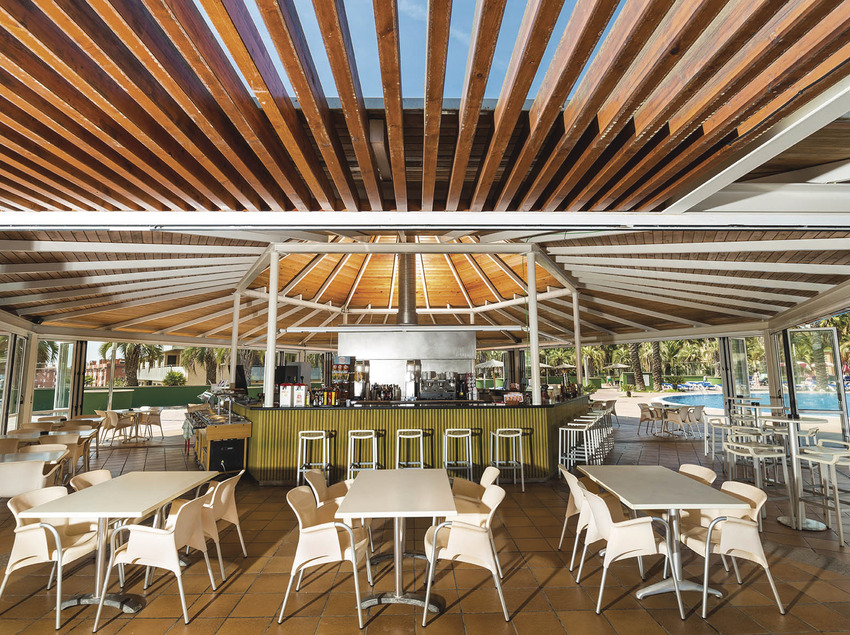 Hotel Costa Encantada, bar de la piscina.