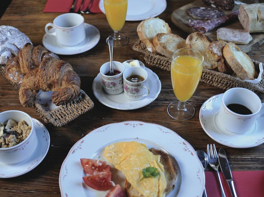 Esmorzar de Cruells.  (Can Cruells)