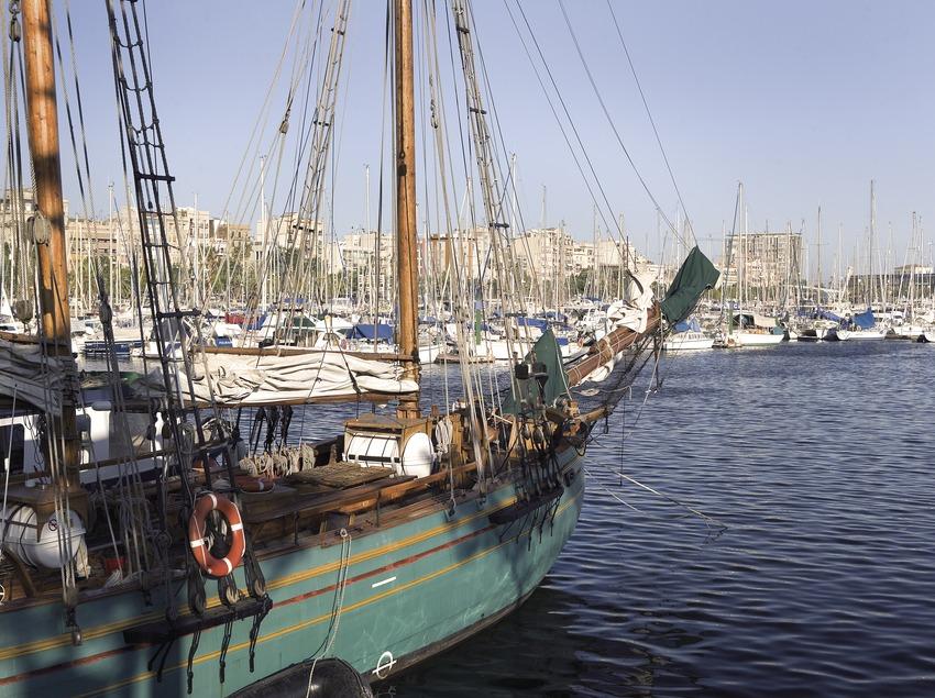 Embarcación en el Port Vell.  (Miguel Angel Alvarez)