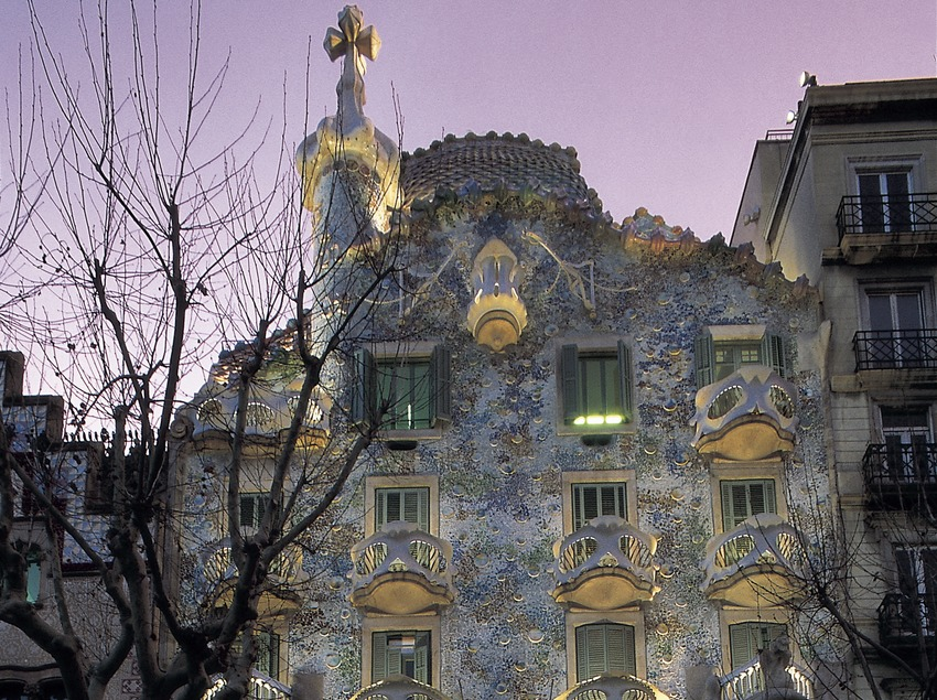 Night view of Casa Batlló