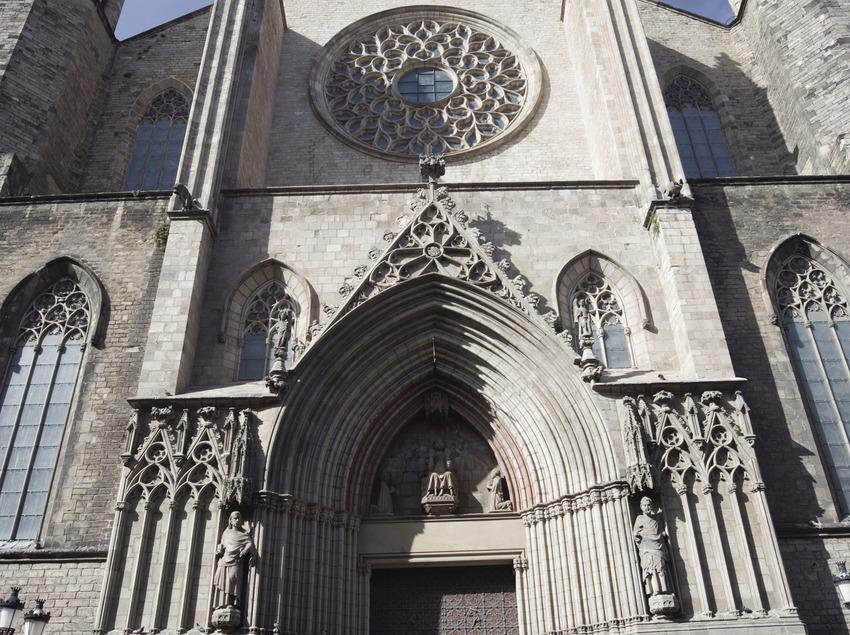 Portal de la iglesia de Santa Maria del Mar.  (Nano Cañas)