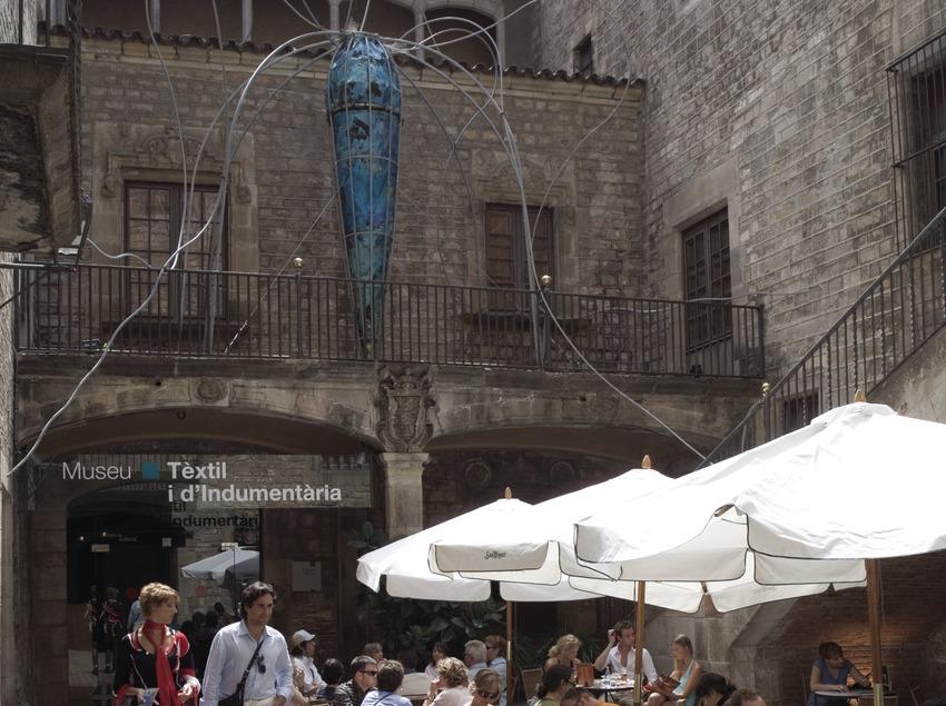 Terrassa del bar del Museu Tèxtil i d'Indumentària.  (Nano Cañas)