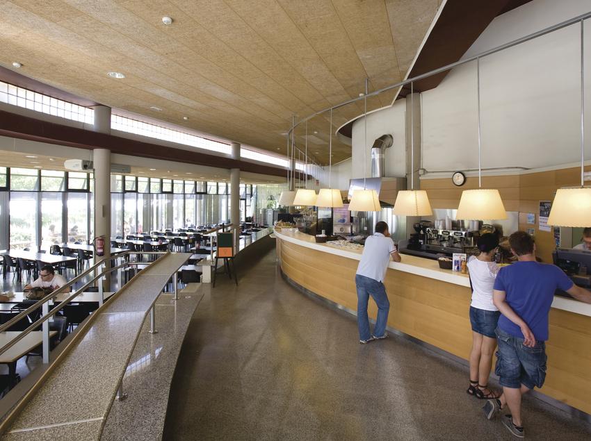 Espacio de comedor con servicio de cafetería y restaurante. (UAB Campus)