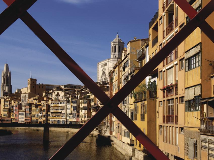 Vista des del pont de les Peixateries Velles de Girona.