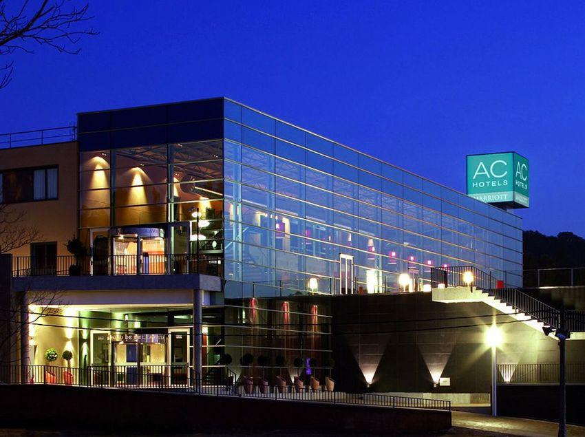 Façana nocturna de l'AC Hotel Palau de Bellavista. (Girona City Convention Bureau (GCCB))