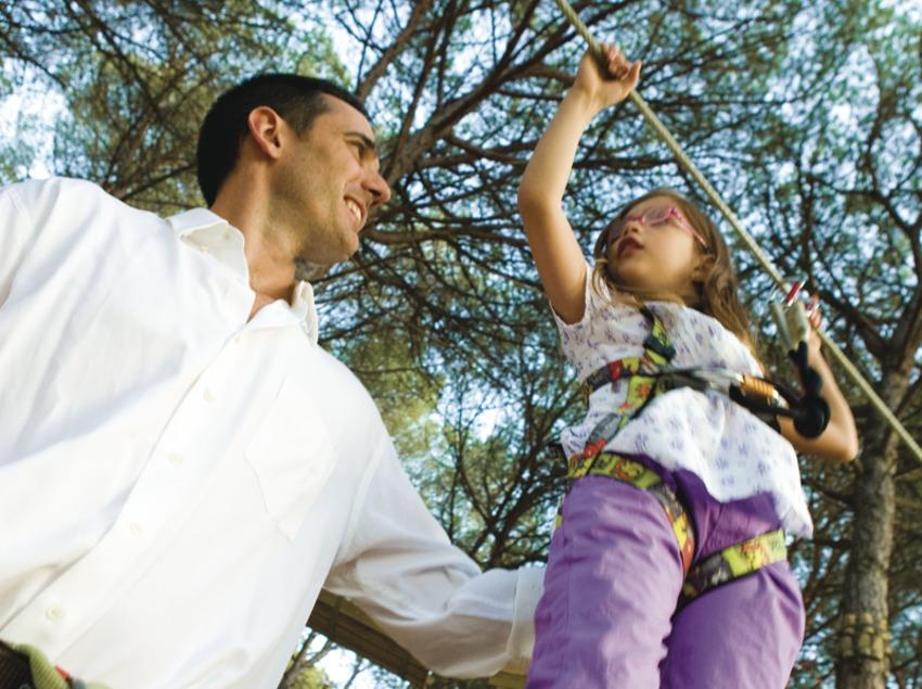 Pare i filla al parc Gnomo de Lloret de Mar (Ajuntament de Lloret de Mar)