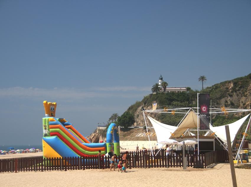 Zona recreativa a la platja de Calella (Ajuntament de Calella)