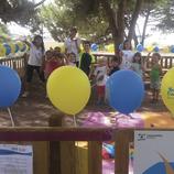 Niños celebrando una fiesta de cumpleaños en un parque de Castelldefels (Ajuntament de Castelldefels)
