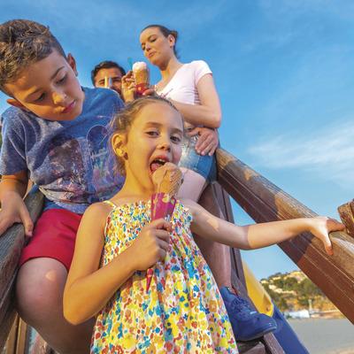 campanya turisme familiar, ajuntament St. Feliu de Guíxols. . (Xevi F. Güell)