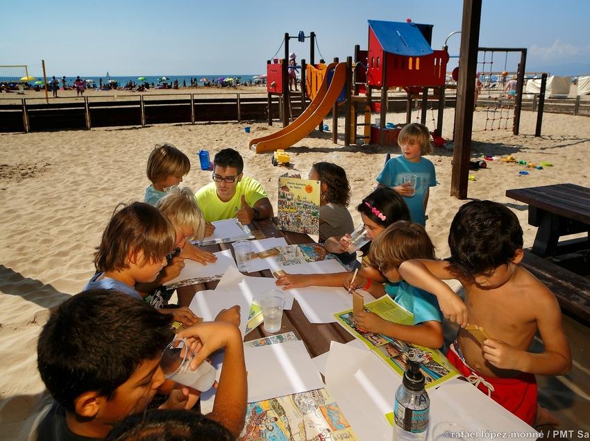 Nens al club infantil a la Plajta Llevant de Salou (Ajuntament de Salou)