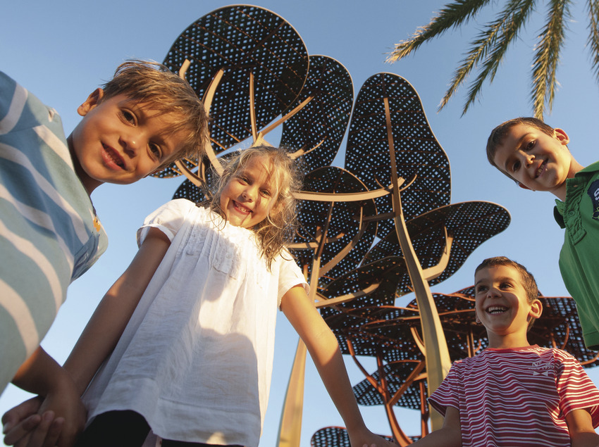 Nens a la platja la Pineda de Vila-seca  (Ajuntament de Vila-seca)