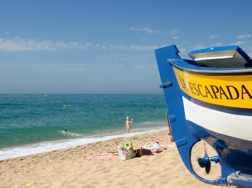 """Barca """"la escapada"""" que es troba a la platja de Calella (Ajuntament de Calella)"""