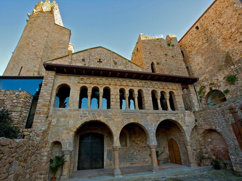 St. Feliu de Guíxols, conjunt monumental del Monestir, Arc de St. Benet, Porta Ferrada . (Ajuntament de Sant Feliu de Guíxols)