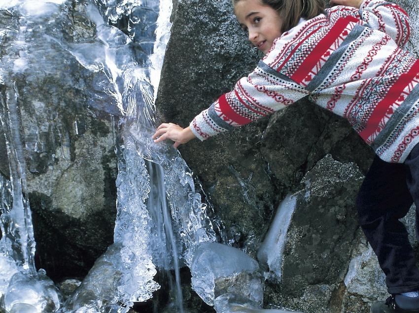 Fontaine gelée dans le parc national d'Aigüestortes i Estany de Sant Maurici.