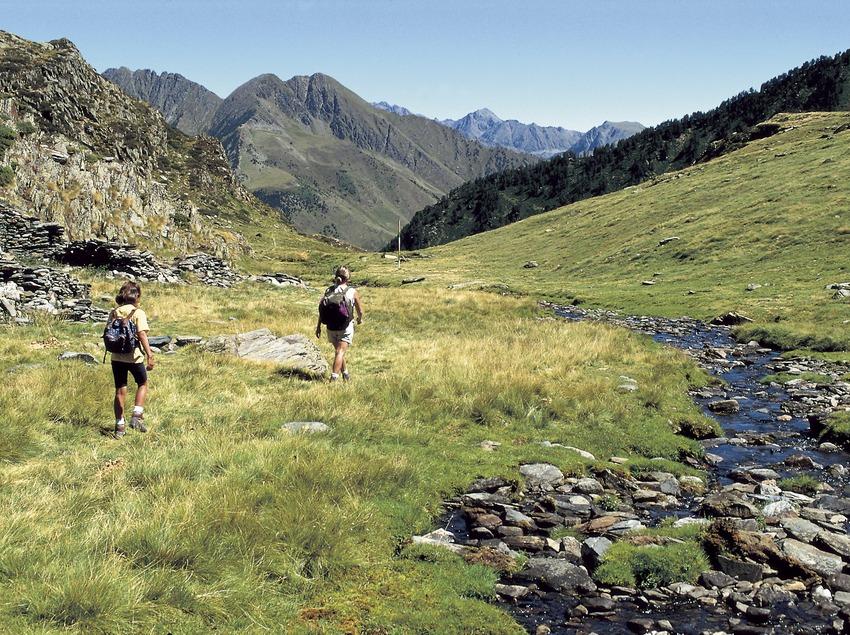 Wanderer auf dem Weg zum Estanque del Diable.
