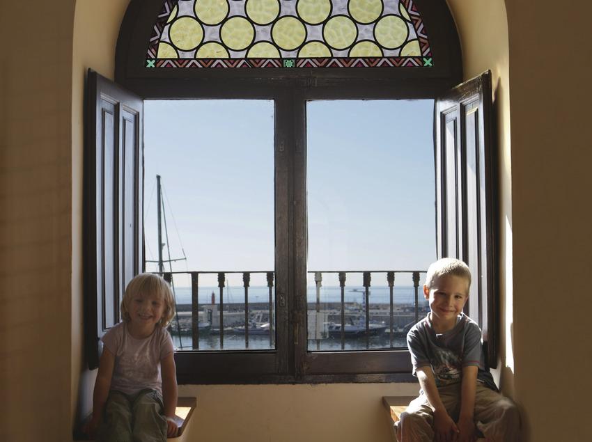 Nens a la torre del Port de Cambrils