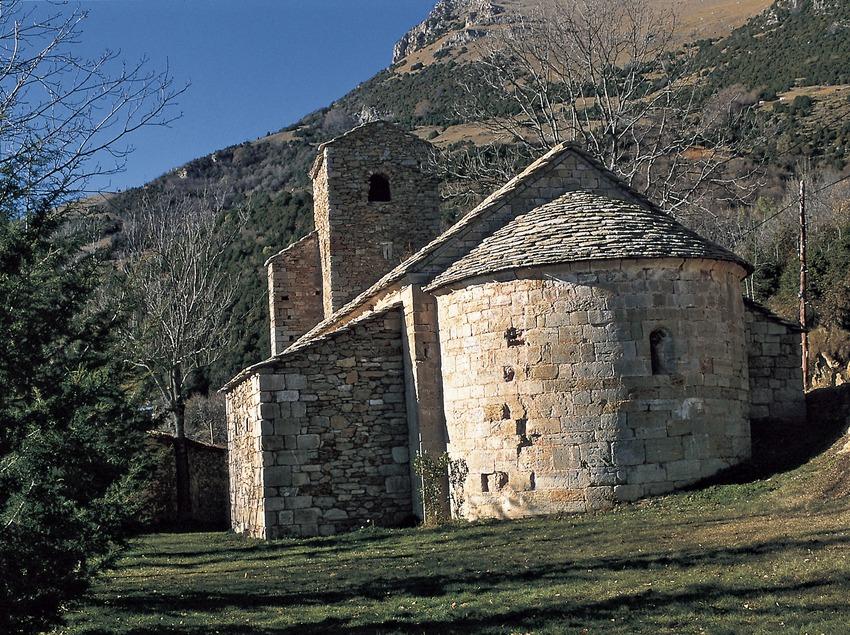 Die Kirche Santa Martí am Fuß der Sierra Cavallera.