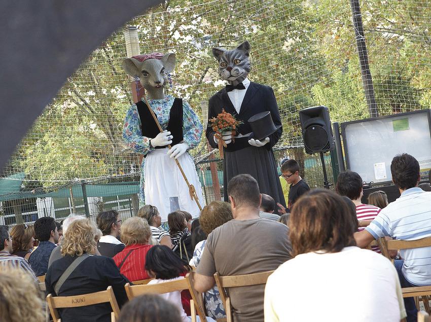 Els gegants  de Calonge a la ciutat de Castell-Platja d'Aro (Ajuntament de Castell-Platja d'Aro)