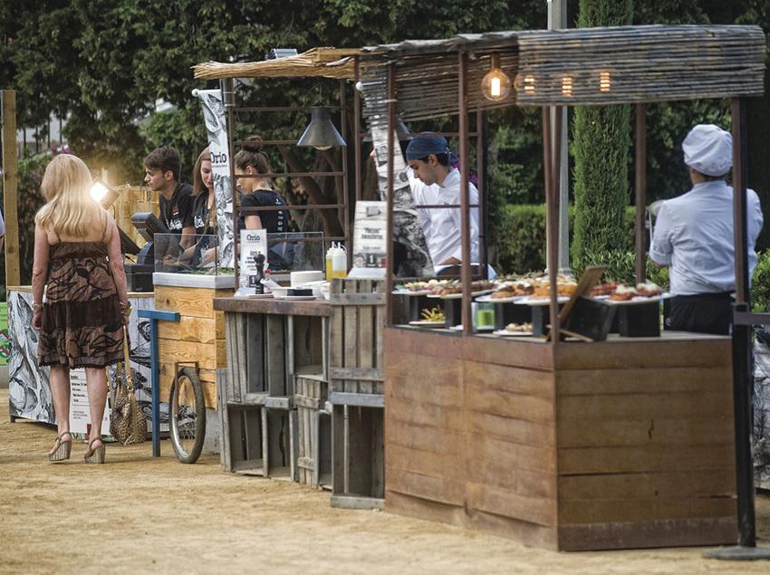Parades de menjar en un mercat gastronòmic. (Cook Acontecimientos Gastronómicos)