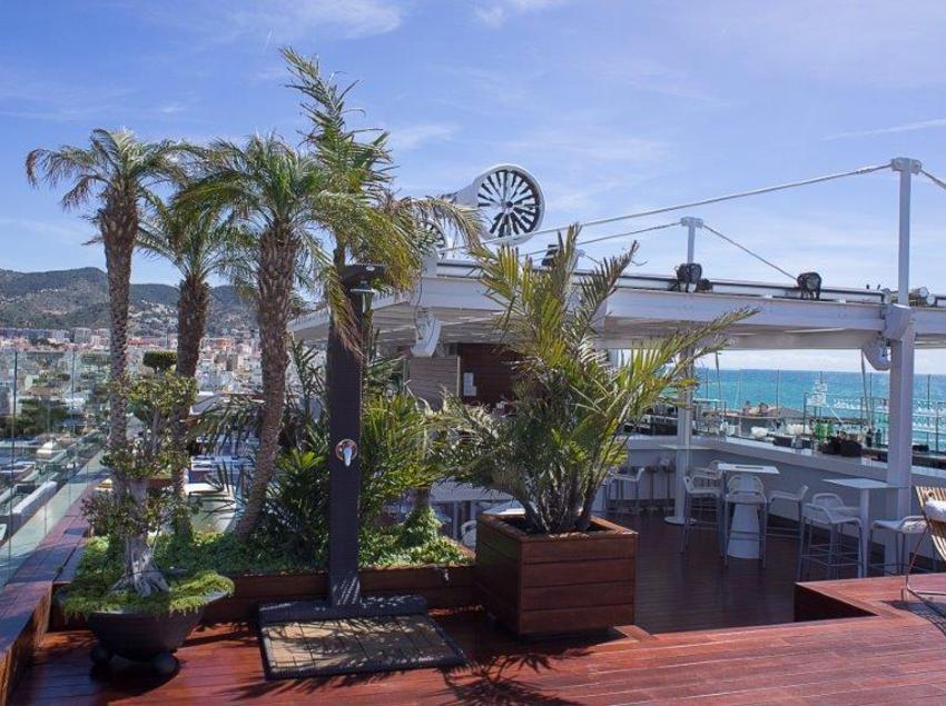 Sky Bar. (Avenida Sofia Hotel Boutique & Spa)