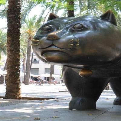 Escultura d'un gat al barri Raval