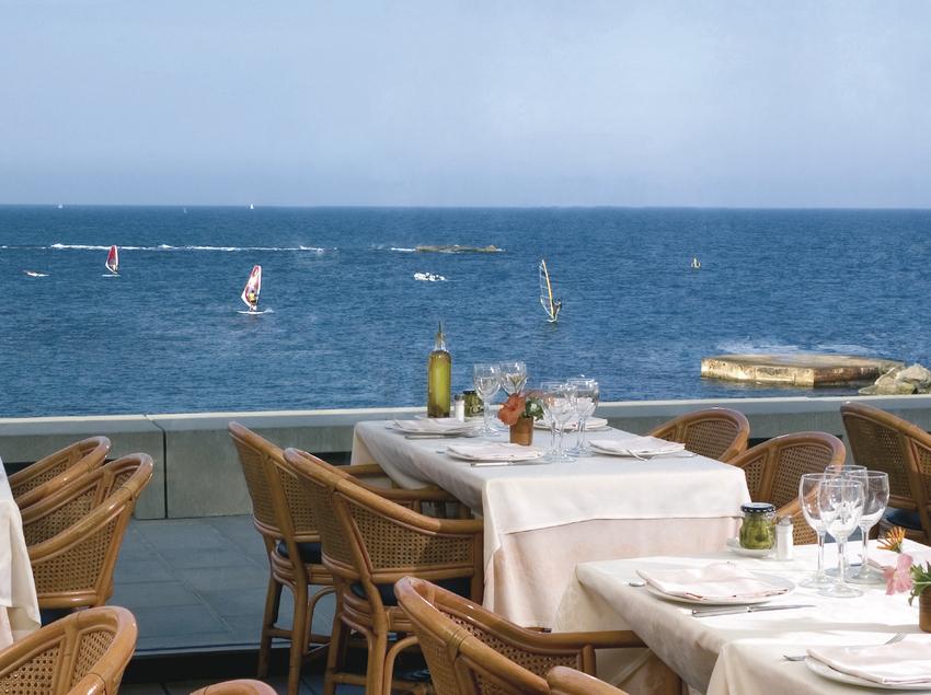 Terrassa del restaurant El cangrejo loco, amb vistes al mar. (YT Serveis Comercials)