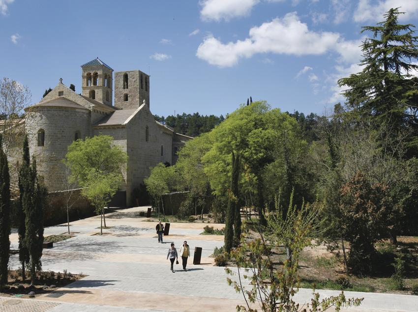 Exterior del monasterio de Sant Benet de Bages. (Marc Vila)