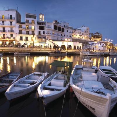 Vista nocturna del port