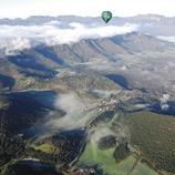 Globus aerostàtic sobrevolant el Parc Natural de la Garrotxa (Vol de Coloms)